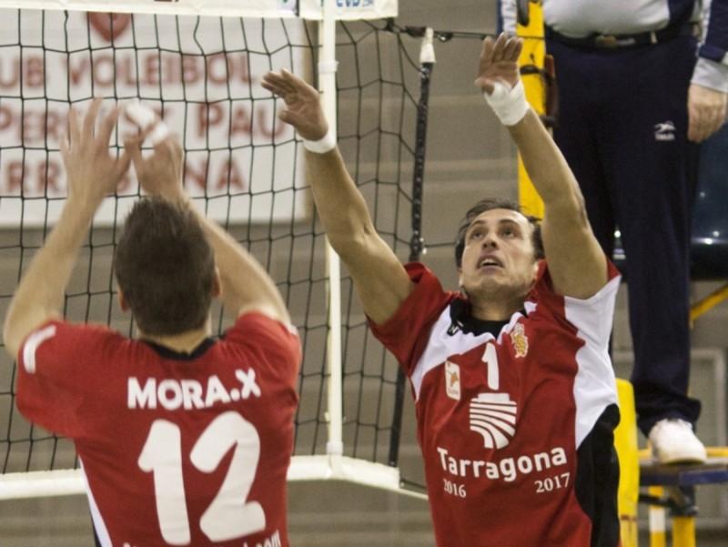 Una acció de Xavi Mora i Vlado Stevovski, en un duel entre el SPiSP i el Terol d'aquesta temporada. Tjerk Van der Meulen
