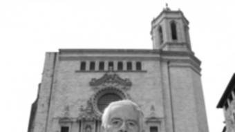En Lluís Bonaventura a davant de la catedral  JORDI SOLER