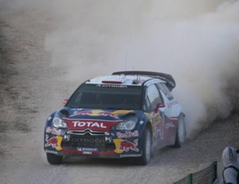 Sébastien Loeb , a tota velocitat en un tram de l'etapa d'ahir. JOSÉ CARLOS LEÓN