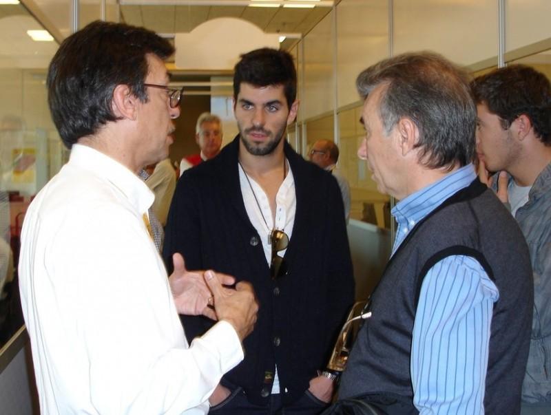 Alguersuari (al mig), amb el seu pare i Aman Barfull (esquerra)  JOSEP CASANOVAS
