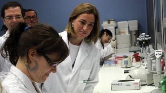 La candidata del PSC en una visita als laboratoris científics de Cornella ACN/ RAFA GARRIDO