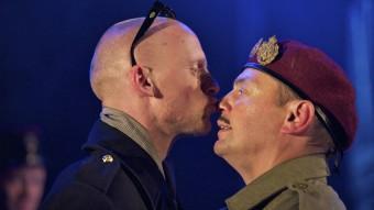 Una escena del muntatge 'Enric V', dels Propeller , una de les experiències superbes del festival ARXIU