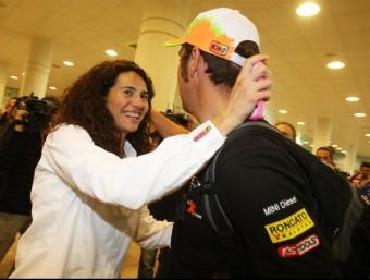 Nani Roma, amb la seva dona Rosa Romero en l'arribada d'ahir a Barcelona. V. ENRICH