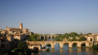 La catedral de Santa Cecília i el pont vell sobre el riu Tarn són els dos emblemes d'Albi.Cooperativa de vins a Labastide de Lévis. TURISME DEL TARN M.M