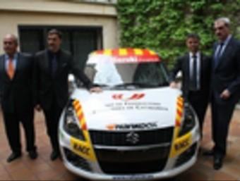 Els impulsors del projecte, amb el Suzuki Swift Foto:EL 9
