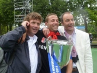 Freixa, al mig, amb el títol de lliga holandès del 2011 Foto:EL 9