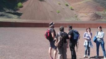 Un grup dels vulcanòlegs del Volcandpark al volcà Croscat. J.C