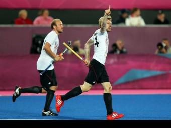 Rabente (dreta) celebra un dels seus dos gols contra Holanda EFE