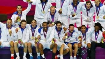 Els components de la selecció francesa en el podi celebrant la medalla d'or que van aconseguir a Londres EFE / KERIM OKTEN