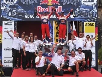 L'equip Citroën celebra la 74a victòria de Loeb, diumenge a Trier Foto:EFE