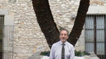 Josep Maria Trullén al pati del Palau Episcopal. PAU LANAO