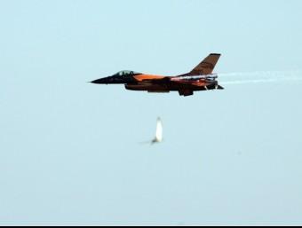 Un avió militar durant la festa del cel de Barcelona, l'octubre de l'any passat. ARXIU