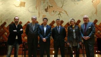 Els sis participants en el debat, en una foto de família a l'hotel España QUIM PUIG