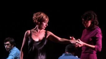 Una escena de l'obra 'El mestre i Margarita' LLUÍS SERRAT