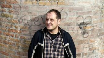David Fernández, fotografiat al barri del Raval de Barcelona, ciutat on ha estat durant anys practicant activisme social ORIOL DURAN