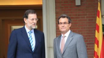Rajoy i Mas, a l'entrada de la Moncloa, el dia que el president espanyol va tancar la porta a negociar el pacte fiscal Foto:O.P.C. / ACN