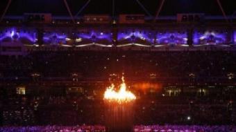 El peveter amb el foc olímpic en la inauguració dels Jocs EFE / DENNIS M. SABANGAN