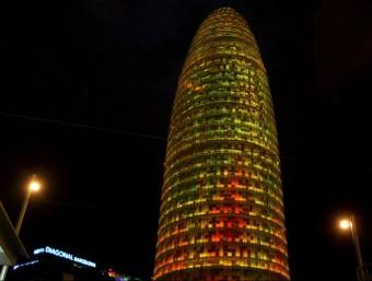 Vista nocturna de l'edifici de la seu central de la companyia Agbar a Barcelona.  ARXIU
