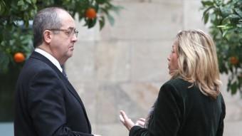 La vicepresidenta Joana Ortega, que ha posat en coneixement dels Mossos el presumpte espionatge a què ha estat sotmesa, i el conseller Felip Puig, que també estudia presentar una denuncia, ahir a la Generalitat ACN