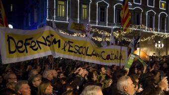 Manifestació a favor de la immersió lingüística en català a l'escola, a la plaça de Sant Jaume de Barcelona ALBERT SALAMÉ