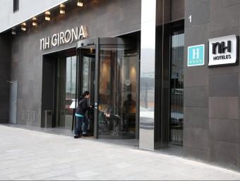 Entrada de l'hotel NH Girona de quatre estrelles que està situat a l'antiga plaça de braus. JOAN SABATER