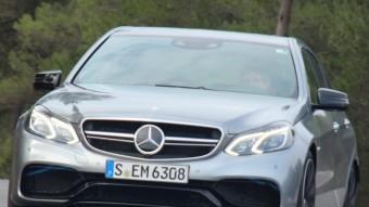 Les diferències entre un model de la nova Classe E de Mercedes-Benz i un E 63 AMG són de molt bon veure. Només cal fixar-se en les lames A Wing en la part inferior del frontal i en els dimensionats i ben omplerts passos de rodes. ERNEST VINYALS
