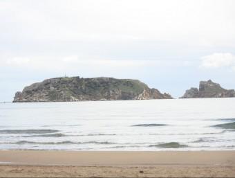 Les illes Medes fotografiades des de la platja dels Griells, a l'Estartit. J. PUNTÍ