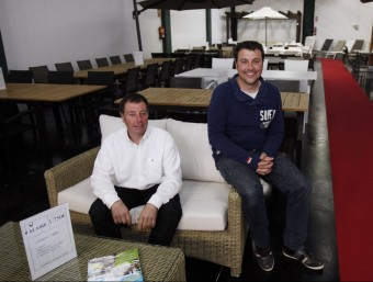 Jaume i Josep Missé a la botiga Alaire de Cabrera de Mar, oberta recentment.  Foto:ORIOL DURAN