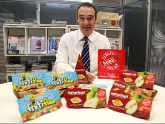 Joaquín Vilalta, director comercial, amb la nova gamma de productes.  Foto:JUANMA RAMOS
