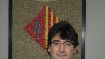 Jordi Noguer amb l'escut del municipi SERGI CASADEMONT