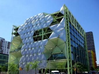 L'edifici Media-TIC, al districte 22@ de Barcelona, acollirà la futura zona franca d'emprenedors.  ARXIU