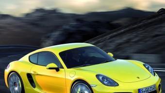 El nou Porsche Cayman és 3,3 centímetres més llarg que l'anterior però la distància entre eixos n'ha crescut 6. I l'eix davanter és 4 cm més ample que abans. Tot plegat, afegit a una pèrdua de pes d'uns 30 quilos i a l'increment de la potència, l'ha permès fer un important guany en comportament dinàmic.  PORSCHE