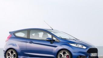 El Ford Fiesta ST té un aspecte que correspon a les prestacions que ofereix. Diferenciar-lo dels seus germans de gamma no és gens difícil. FORD