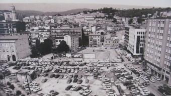 L'actual plaça Constitució de Girona abans de la seva urbanització i un cop es va enderrocar l'antiga fàbrica Grober Foto:ARXIU MUNICIPAL DE GIRONA