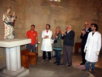Emoció i repics de campanes en el retorn de la Verge de les Avellanes al seu monestir d'origen. ACN