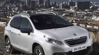 El Peugeot 2008 és molt bonic a la vista. Menudet i amb línies que  alhora que reflecteixen perfectament l'estil de la marca tenen una bona personalitat. Només cal fixar-se, per exemple, en la sinuositat del sostre, que afavoreix l'espai als ocupants de les places posteriors. PEUGEOT