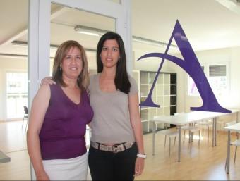 Rosa Salvía i Eva Juncà, a la seu d'Aurea Acadèmia de Formació i Arts, a Balaguer.  D.M