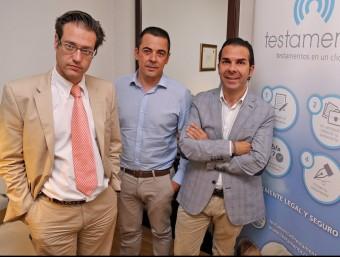 Els socis fundadors de Testamenta a la seva seu de Sabadell.  JUANMA RAMOS