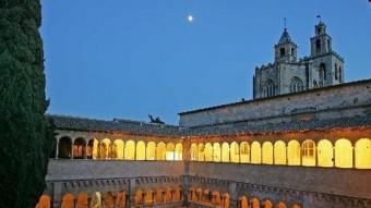 Una imatge nocturna del claustre del monestir de Sant Cugat. AJUNTAMENT DE SANT CUGAT