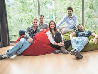 Joan Capdevila, Roger Sala, Carla Sacasas, Alejandro Giménez i Valentí Freixanet, de Luxme App.  Foto:L'ECONÒMIC