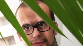 Carles Cors cantant de Le Croupier a El Punt Diari MANEL LLADÓ