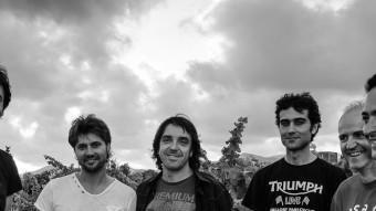 Jesús Rovira (baix), Salva Racero,(veu) Pemi Rovirosa, (guitarra) Eduard Font, (teclats) Cristian G Montenegro (guitarra) i Jaume Piñol (bateria). ARXIU