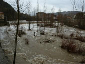 Els rius Ter i Freser van arribar al seu pas per Ripoll fins a dalt de tot en les fortes pluges del gener del 2006 E. PICAS