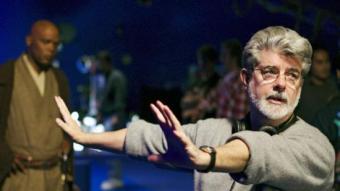 George Lucas durant el rodatge de 'La venjança dels Sith''  i imatge de 'L'amenaça fantasma' REUTERS