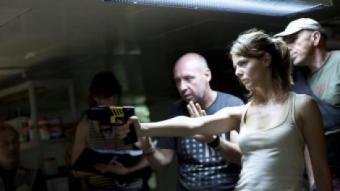 El director Jaume Balagueró i l'actriu Manuela Velasco en un moment del rodatge de la pel·lícula FILMAX