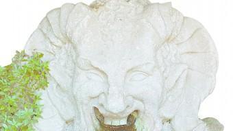 Una figura ornamental als jardins on hi ha la font del Gat JOSEP LOSADA