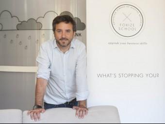 Fernando de la Rosa, cofundador de Foxize School, a la seu de l'empresa a Barcelona.  JOSEP LOSADA