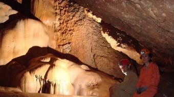 Membres del SIS del Centre Excursionista de Terrassa a la Cova del Manel. ALBA TURMO (SIS)