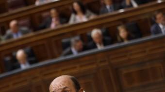 El líder del PSOE, Alfredo Pérez Rubalcaba, ahir dimecres al ple del Congrés REUTERS