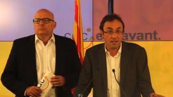 Els dirigents de CDC Lluís Corominas i Josep Rull, aquest dijous a la seu del partit ACN